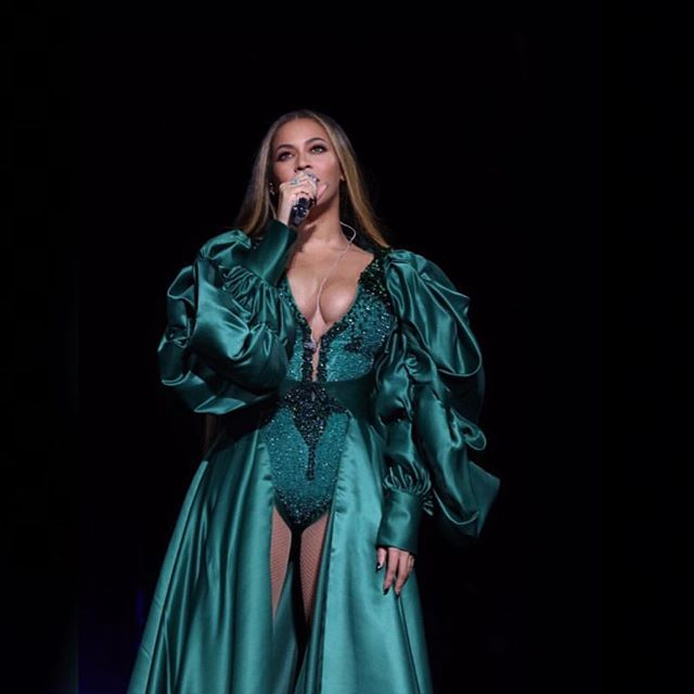 Okay we're definitely going to need this in our wardrobe 😍 Queen Yonce was serving looks per usual this weekend at the Global Citizen Festival 👑 . . . #beyonce #slay #style #wardrobe #hair #yonce