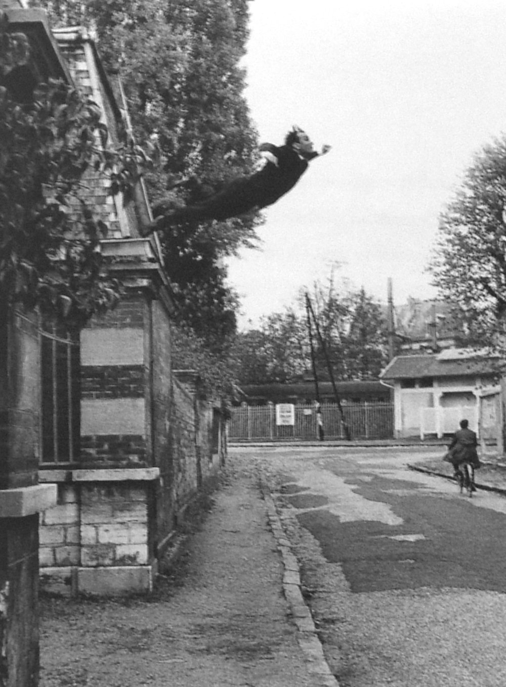 leap-into-the-void-yves-klein.jpg