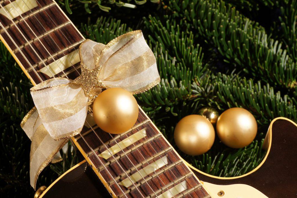 картинки елка и гитара