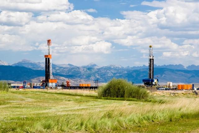 FrackingWyo_92689731_RF.jpg