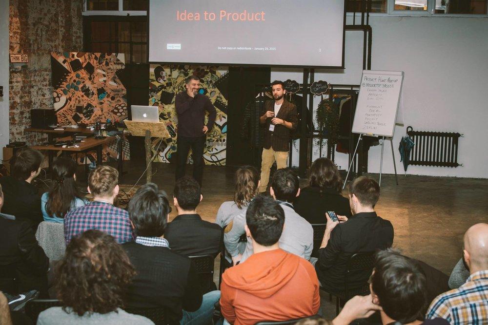 İlk Kolektif Explore etkinliğinin açılış konuşmasını yaparken. Ocak 2015.