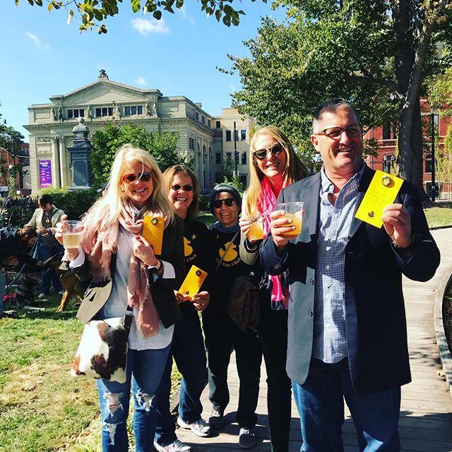 Spreading kindness @thecityflea ❤️#positivemessages  #spreadhappiness  #igiveaduck  #whogivesaduck  #thecityflea #otr #washingtonpark
