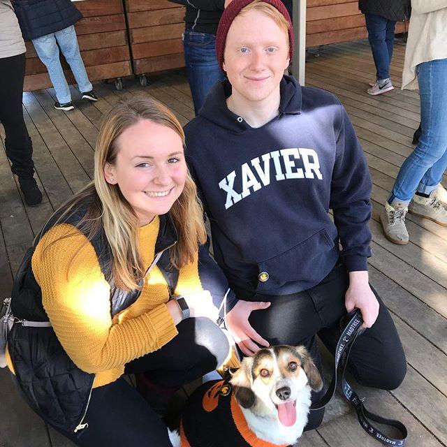 Even dogs care about spreading kindness! #washingtonpark #otr  #thecityflea #whogivesaduck #igiveaduck #spreadingkindness #xavieruniversity #kindmessages #payitforward #xu #cityflea