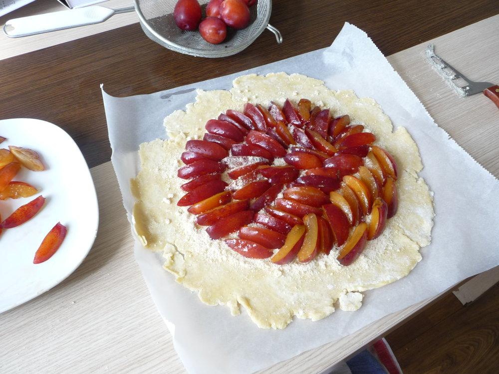 Preparing a plum tart