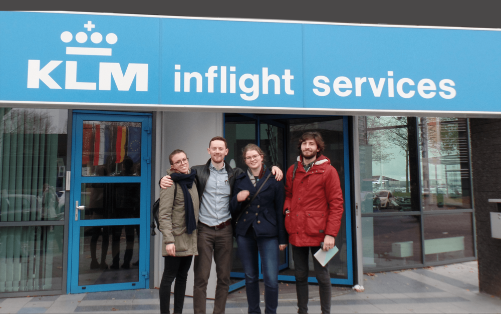 KLM_team_group_photo_sign_down.png