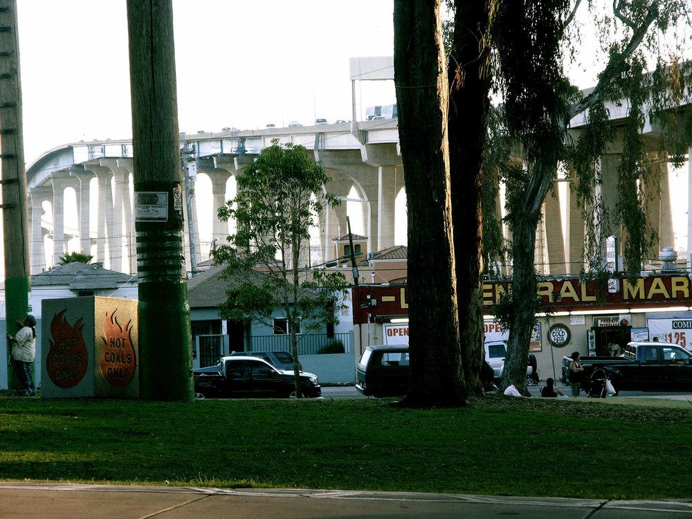 _ron-miriello-grafico-san-diego-barrio-logan--design-studio-creativespace-branding-07.jpg