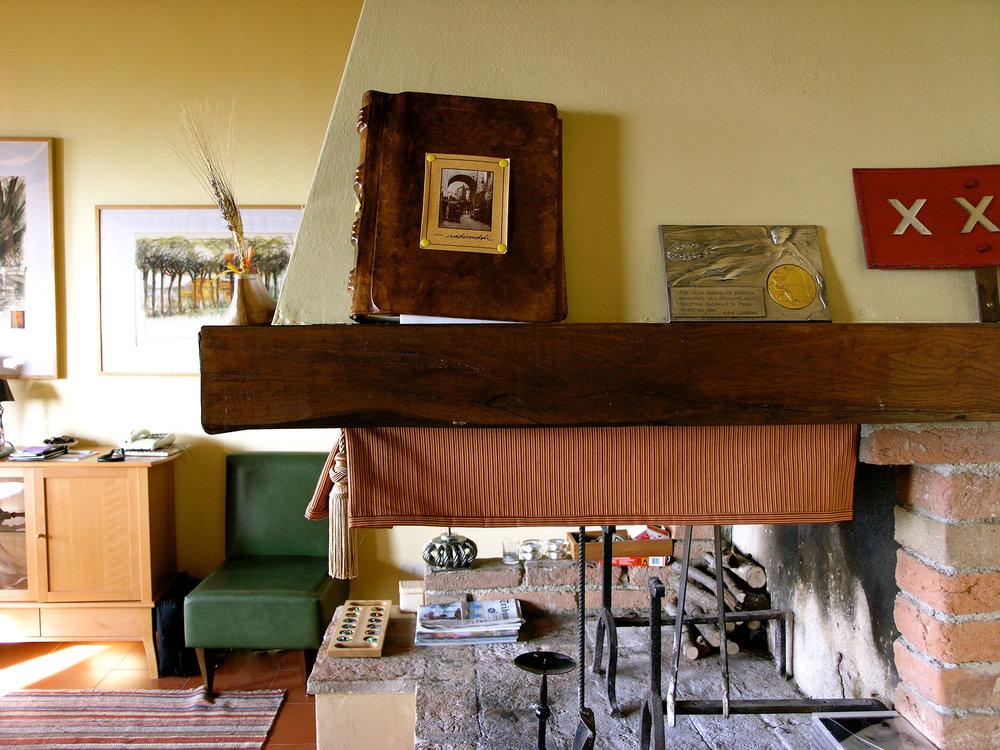 ron-miriello-grafico-Radicondoli-casa-illuminata-siena--Miriello-tuscany-italy-officina-la-pergola-03.jpg