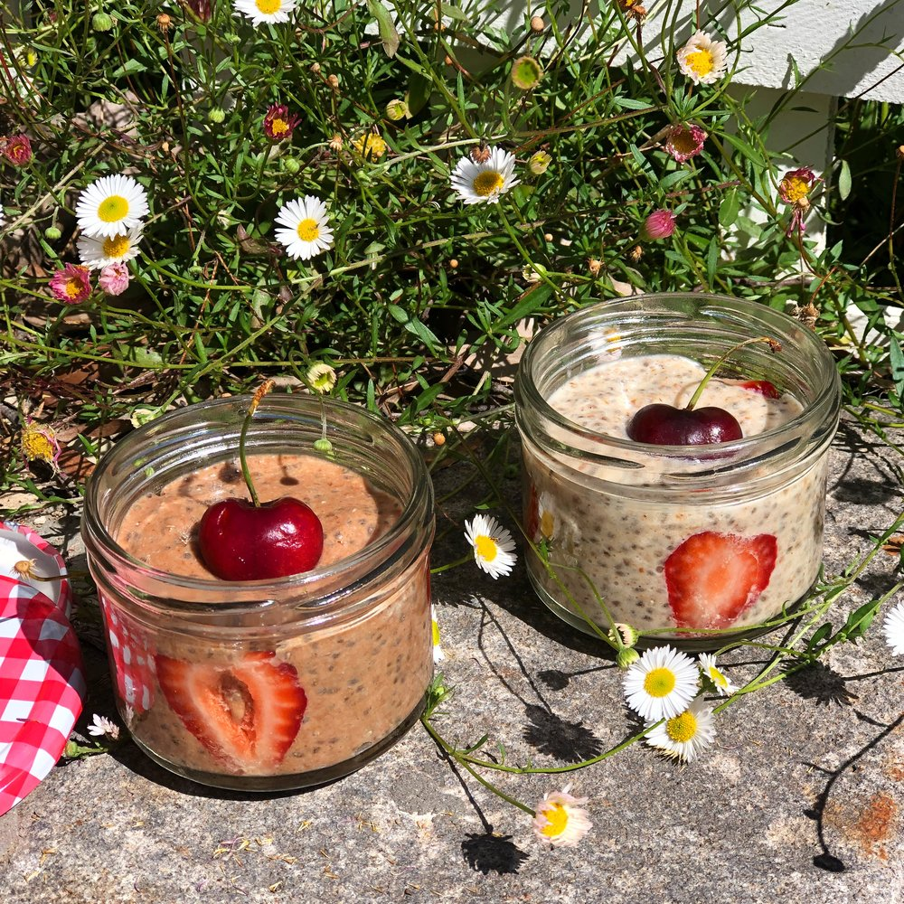 Delicious chocolate chia puddings for breakfast will keep your tastebuds and doctor happy!