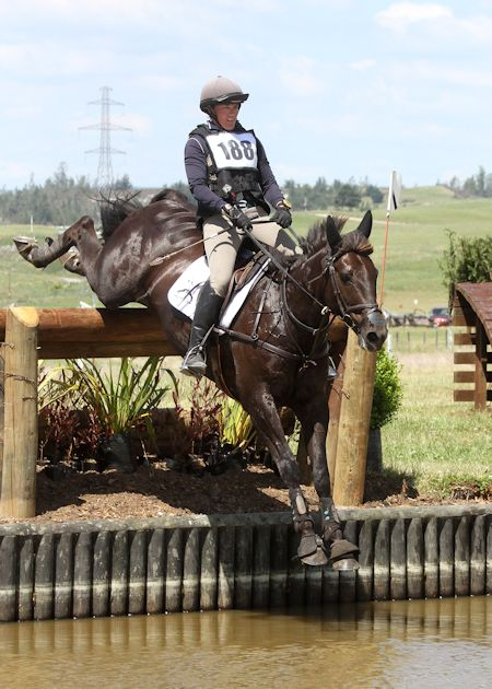 Donna Smith riding Sarah Varley's Just Chocolate.