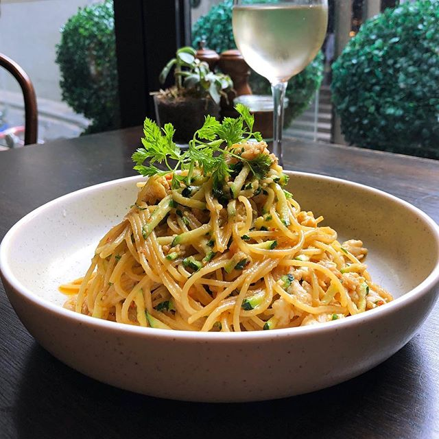 The Crab Spaghetti 🍴 Enjoy blue swimmer crab meat tossed with zucchini, chilli, confit garlic, white wine and fresh lemon juice. A lunchtime delight! . . . . #thelane #crabspaghetti #blueswimmercrab #sydney #city #australia #lunch #pasta #foodporn #sydneycafe