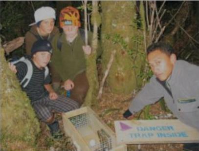 Ohakune Pimary School students placing stoat traps - photo: Aniwa Tawa
