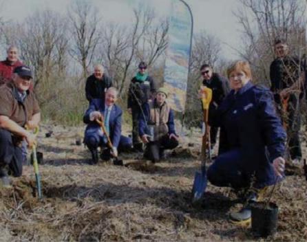Volunteers planting native trees at Te Matapuna wetlands - photo DOC