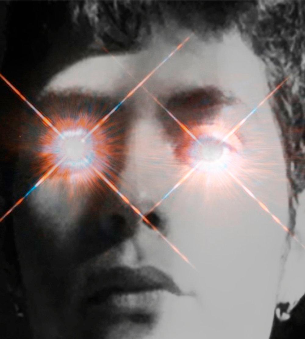 Chema Iglesias (ES) - Chema Iglesias (ES) aus Malaga hat ein Kunst-Studium an der Universidad Complutense de Madrid abgeschlossen. Neben der bildenden Kunst widmet er sich jedoch vor allem der Musik. Ausgehend von der Beobachtung menschlichen Verhaltens und emotionaler Reaktionen beschäftigt er sich mit der Komposition von experimenteller elektronischer Pop-Musik und der Gestaltung verschiedener Medien wie Performance, Video und Installation. Seine Musik ist inspiriert von Pop-Musik und -Kultur, welche sich um scheinbar triviale Themen dreht, die jedoch einen Ausdruck tiefer liegender sozialer Verhältnisse darstellen. In seiner Kunst geht es dementsprechend um Fragen der Sexualität, Identität und Individualität.