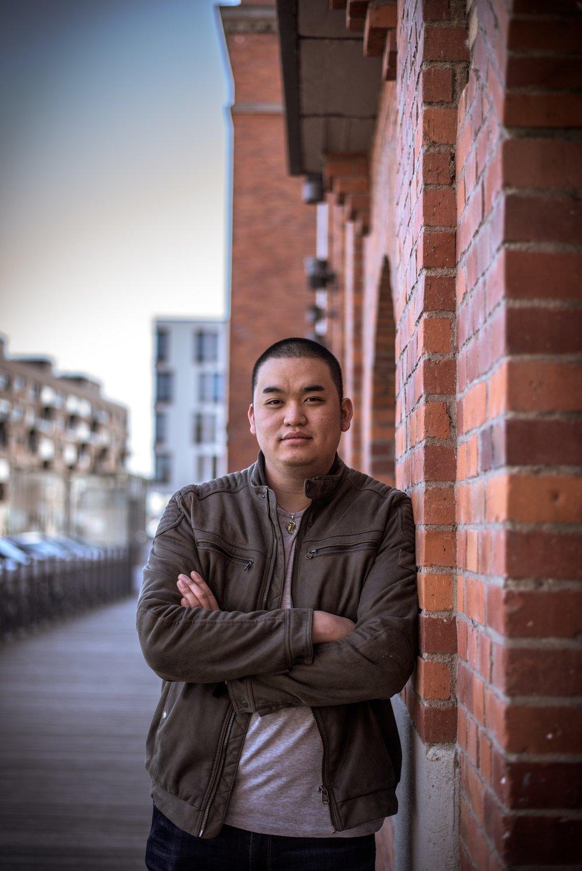 DUC-ANH DINH (DE) - Duc-Anh Dinh, auch bekannt als Duke aus Mainz ist seit seiner Kindheit ein großer Filmfan. 2013 fing er als Set-Praktikant bei einer Krimiserie an und ist mittlerweile Produktionsfahrer und 2. Regieassistent bei nationalen und internationalen Projekten. Er arbeitete u.a. beim