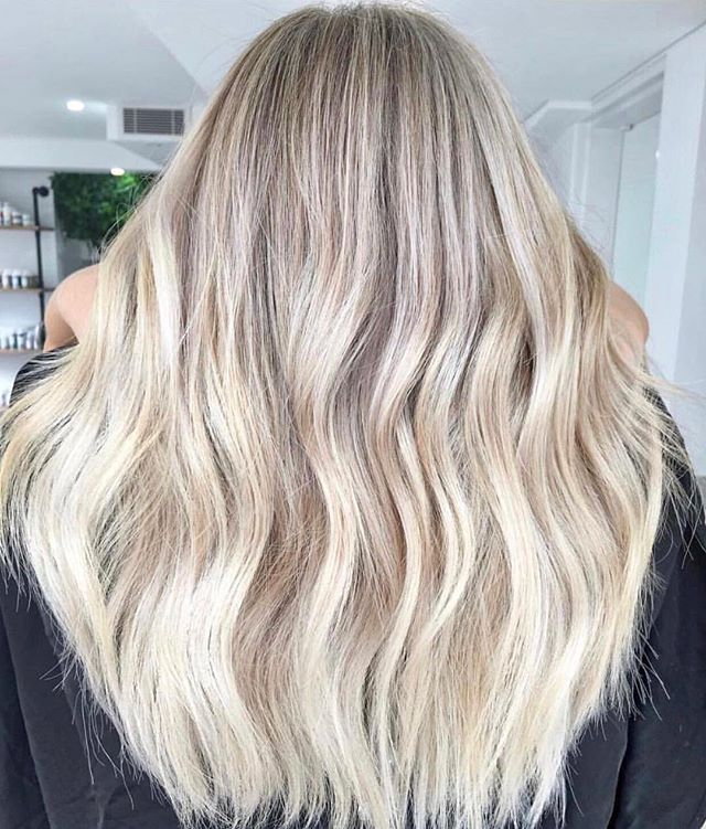 Hair GOALS 🙌🏼🙌🏼 Extensions don't always have to be for #length, they can be for adding that #volume you know your hair deserves! And there's nothing our tape extensions can't achieve...💋💋 DM or email us for bookings 📧info@foxandvamp.com