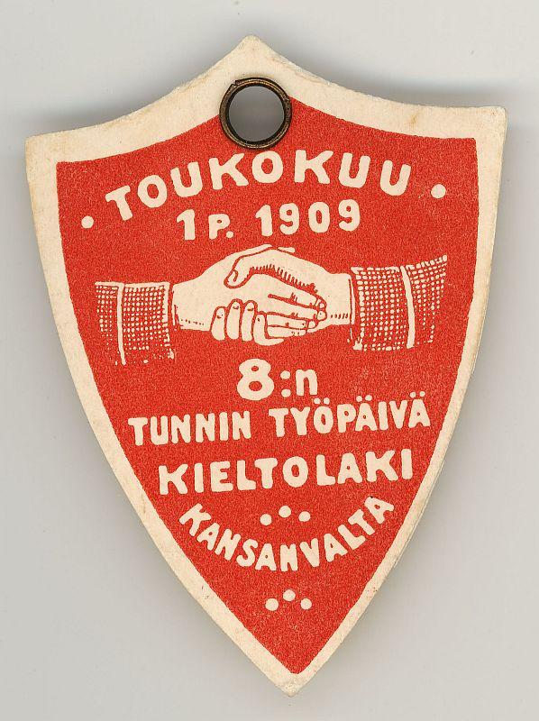 Kieltolaki oli 8 tunnin työpäivän ja kansanvallan ohella yksi työväenliikkeen tärkeistä tavoitteista 1900-luvun alussa. Kuvassa SDP:n vappumerkki vuodelta 1909. Kuva Työväenmuseo Werstas.