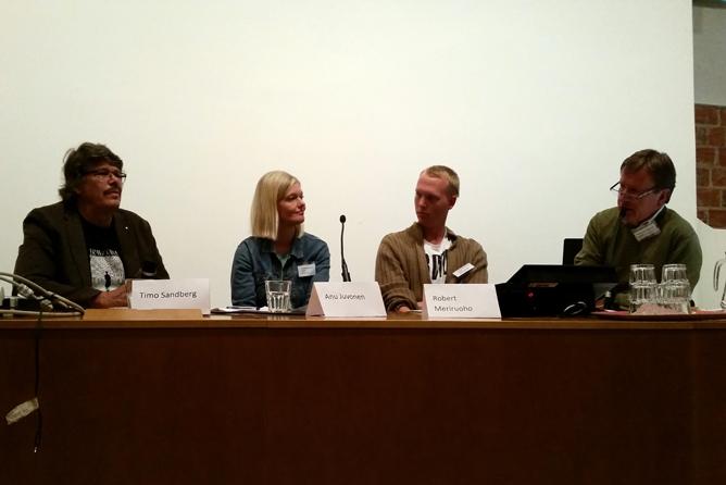 Hyvinvoinnin syrjässä -paneelikeskustelun osanottajat oikealta vasemmalle: Timo Sandberg, Anu Juvonen, Robert Meriruoho ja Seppo Puttonen.