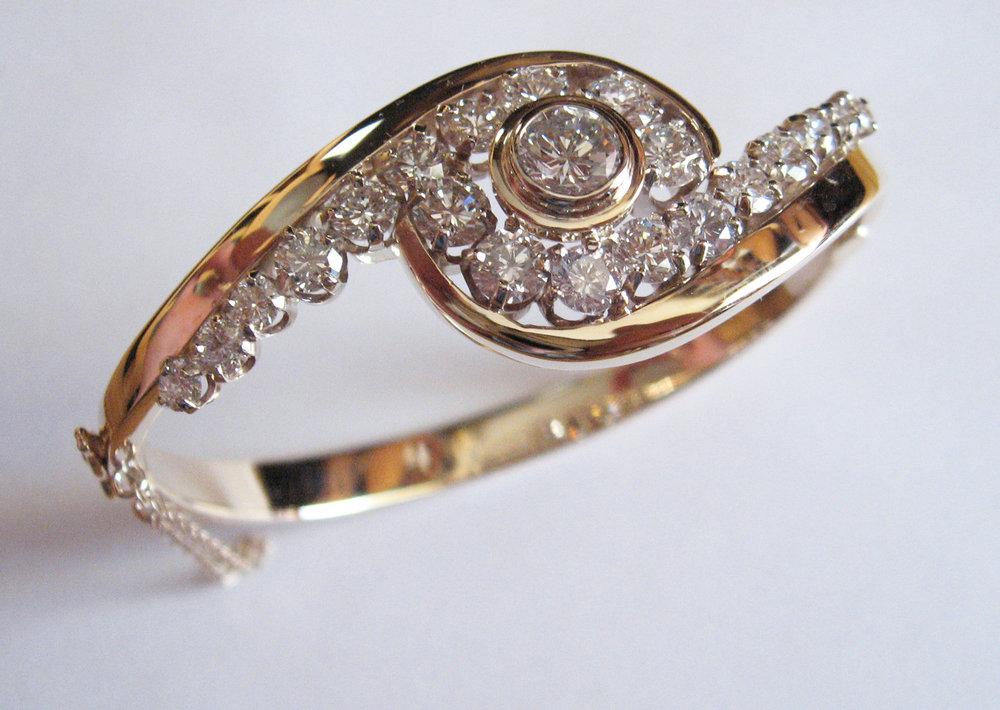 Mega Diamond hinge bracelet.jpg