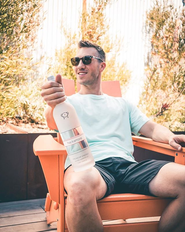 *NON-ALCOHOLIC* This beverage from @hackamoreenergy contains natural caffeine with zero calories, sweeteners, or sugars. I like to mix it with soda water & lime, but you can add it to your favorite beverage or cocktail for that extra boost! It's perfect for #summer ☀️🥂#hackamoreenergy #ad 📸: @alxmclrn