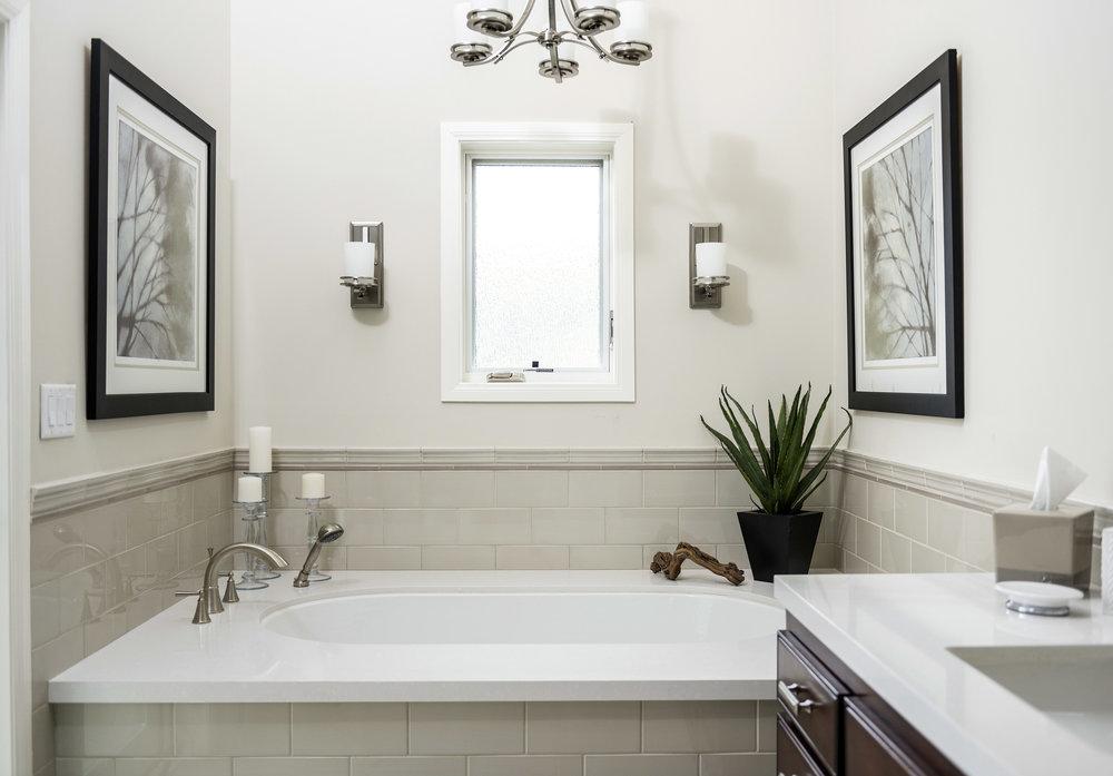 9.+Sam+Master+Bath+Tub+2.jpg