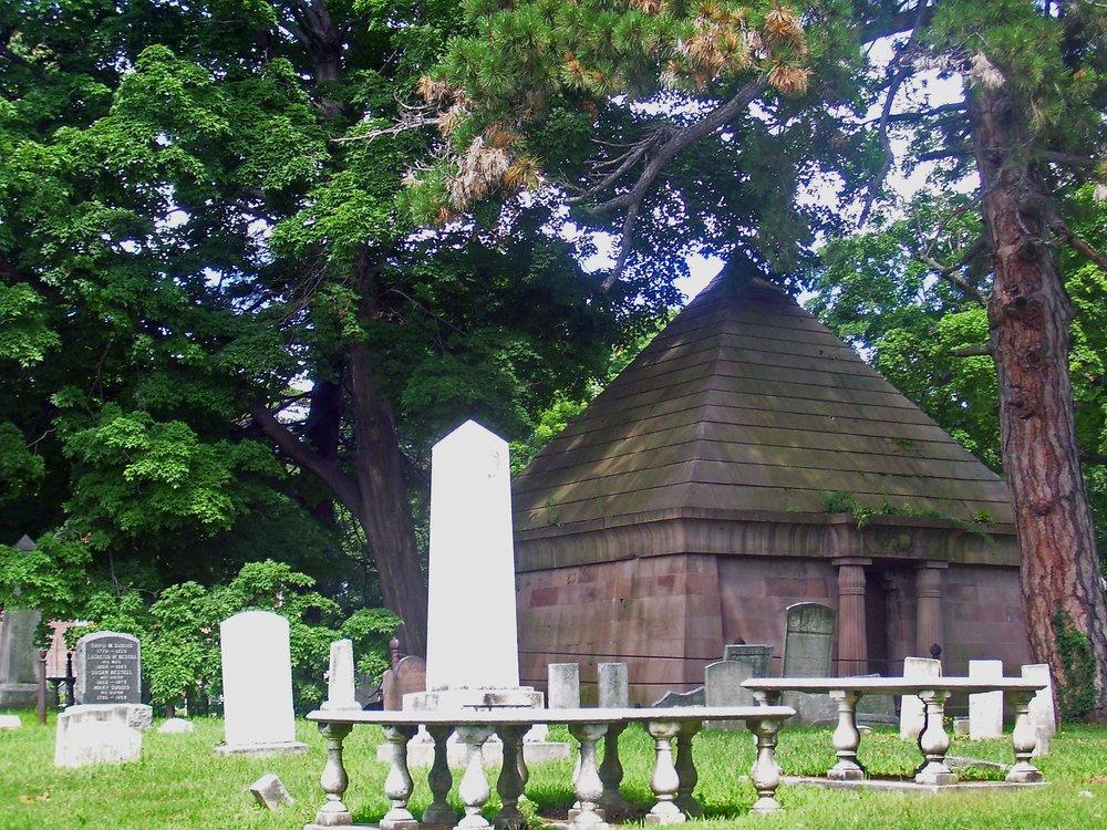 Old_Town_Cemetery,_Newburgh,_NY.jpg