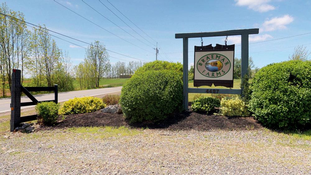Entrance off Hwy 221(3).jpg