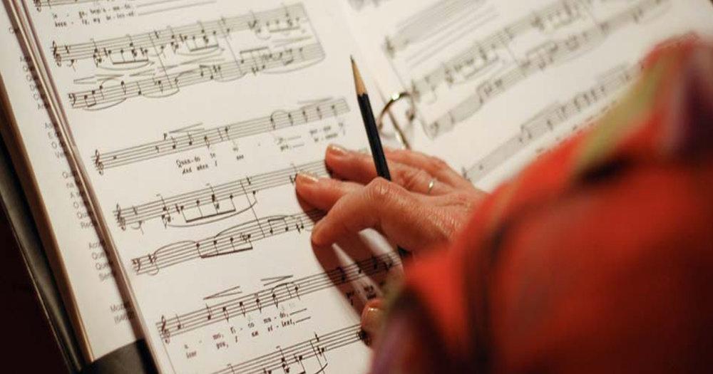 QUince años comisionando la composición de nuevas canciones - Desde 2005, el Barcelona Festival of Song comisiona a renombrados compositores y poetas del ámbito ibérico y latinoamericano la composición de nuevos ciclos de canciones.