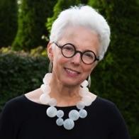 SUSAN Martin, USA, 1950 - La pintora Susan Parker Martin describe la realidad del mundo tal como lo ve, una realidad integrada por capas de introspección y emoción. Su trabajo invita al descubrimiento y logra generar una respuesta.Martin estudió con Susan Shatter y Paul Ching-Bor en la Art Students League en la ciudad de Nueva York, donde reside.