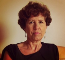 Elisenda Fàbregas, barcelona, 1955 - La compositora comisionada por el BFOS en 2015 es la catalana Elisenda Fábregas quien escribió el ciclo de canciones para soprano y tenor titulado Tiempo de amor, sobre poesías de los poetas Al-Andaluces Ibn Zaydun y Wallada. El ciclo fue estrenado y grabado por Patricia Caicedo, Lenine Santos y Nikos Stavlas.Elisenda vive en Seoul, Korea, en donde se desempeña como profesora de música en la Kyung-Hee University Humanitas College. Elisenda obtuvo su doctorado en composición en el Peabody Institute of the Johns Hopkins University en (2011) y un doctorado en pedagogía en la Columbia University Teachers College (1992); Obtuvo su título de Master y pregrado en música en la Juilliard School (1983). Sus estudios iniciales los realizó en Barcelona. Como pianista ha actuado en Europa y los Estados Unidos, en escenarios como el Carnegie Recital Hall de Nueva York.www.elisendafabregas.com