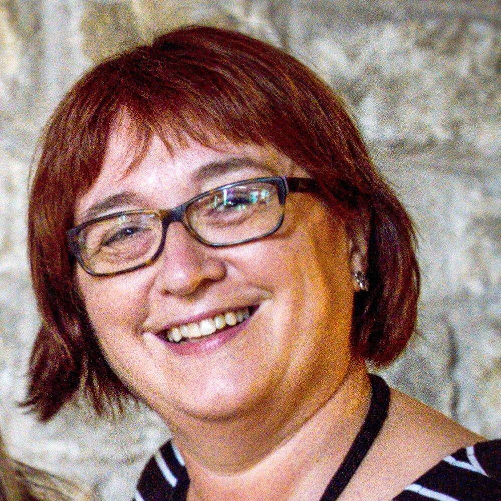 Rosa Montals - Rosa es va graduar en Documentació i bibliotecología per la Universitat de Barcelona. Va realitzar estudis de piano en el Conservatori Isaac Albéniz de Girona i el Conservatori del Liceu.Està especialitzada en el tractament i descripció de música impresa. Rosa ha col·laborat en l'organització de l'arxiu del Gran Teatre del Liceu i participat en nombroses exposicions, grups de treball, periòdics i projectes relacionats amb documentació musical.És membre de la Associació Espanyola de Documentació Musical i membre del Col·legi oficial de Bibliotecaris i documentalistes de Catalunya.(COBDC). Des de 2006 és la directora de l'àrea de música de la Biblioteca Nacional de Catalunya.