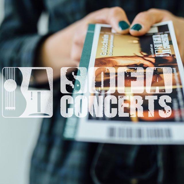 🤫shhhhhh- wusstet ihr schon, dass ihr ein @sofaconcerts Konzert mit mir verschenken könnt?  Checkt einfach meine Website ( Link in bio) für den Link - oder findet mich auf @sofaconcerts 😉 #singersongwriter #concert #konzert #geschenk #hauskonzert #houseconcert