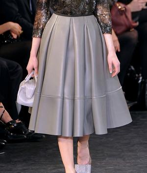 louis-vuitton-fall-2010-rtw-leather-skirt-profile