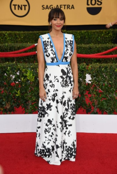 rashida-jones-sag-awards-2015-462191694-419x622