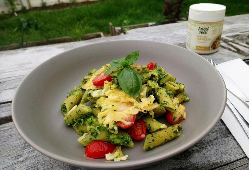 Spinach-pesto-mozzarella-pasta-bake-WEB.jpg