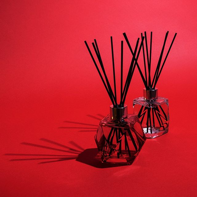 Experience continuous scent diffusion with the Geometry collection. Reed diffusers are available in refreshing Zest of Verbena and luxurious Paris Chic.  #scent #homefragrance #MaisonBergerUSA #diffusers #MadeinFrance #GeometryCollection #ZestofVerbena #ParisChic #homedecor