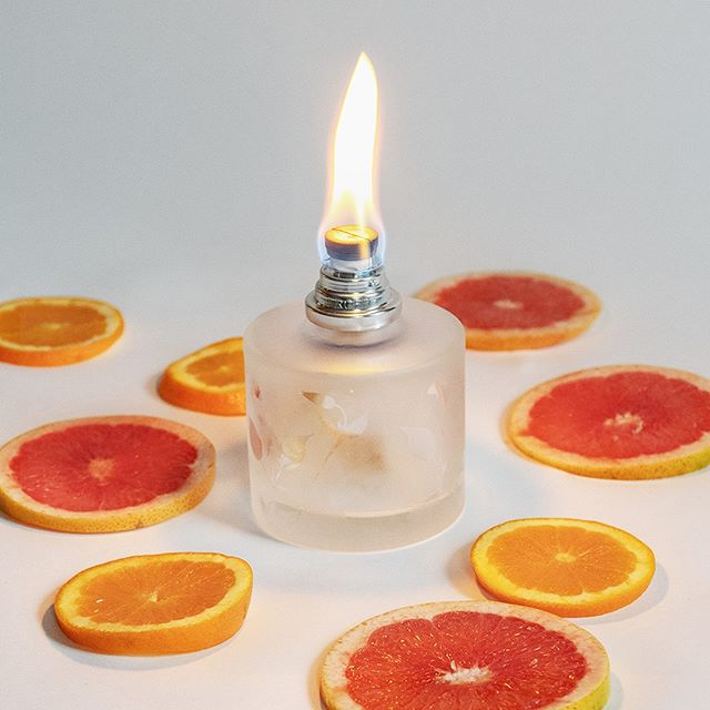 Our brand new Aroma Energy lamp is the perfect gift for the citrus fans in your life. Available in a starter kit with 180ml of the Aroma Energy lamp fragrance.  #scent #homefragrance #MaisonBergerUSA #madeinfrance #fragrancelamp #purifyandperfume #homedecor #AromaCollection #design #gifts #aromachology