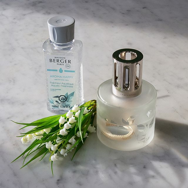 Imbue your space with an aquatic, fresh, and floral fragrance. Featuring notes of green apple, melon, lily of the valley, and amber.  #scent #homefragrance #MaisonBergerUSA #madeinfrance #fragrancelamp #purifyandperfume #homedecor #AromaCollection #design #gifts #aromachology