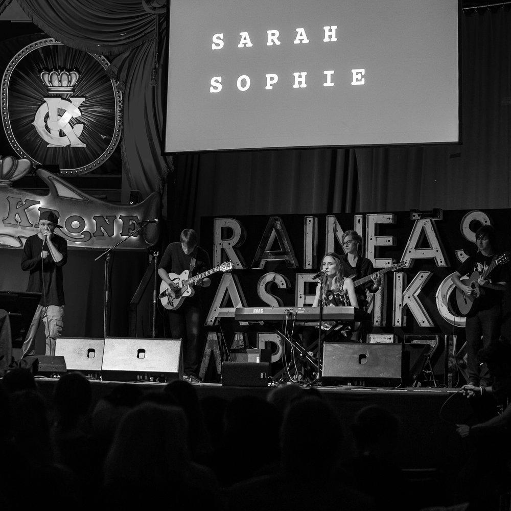 Sarah Sophie - Performance