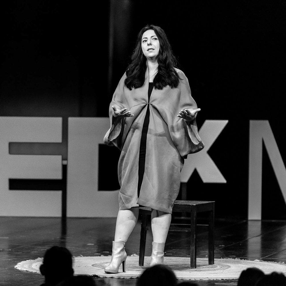 Adrineh Simonian - Von der Oper zum Porno