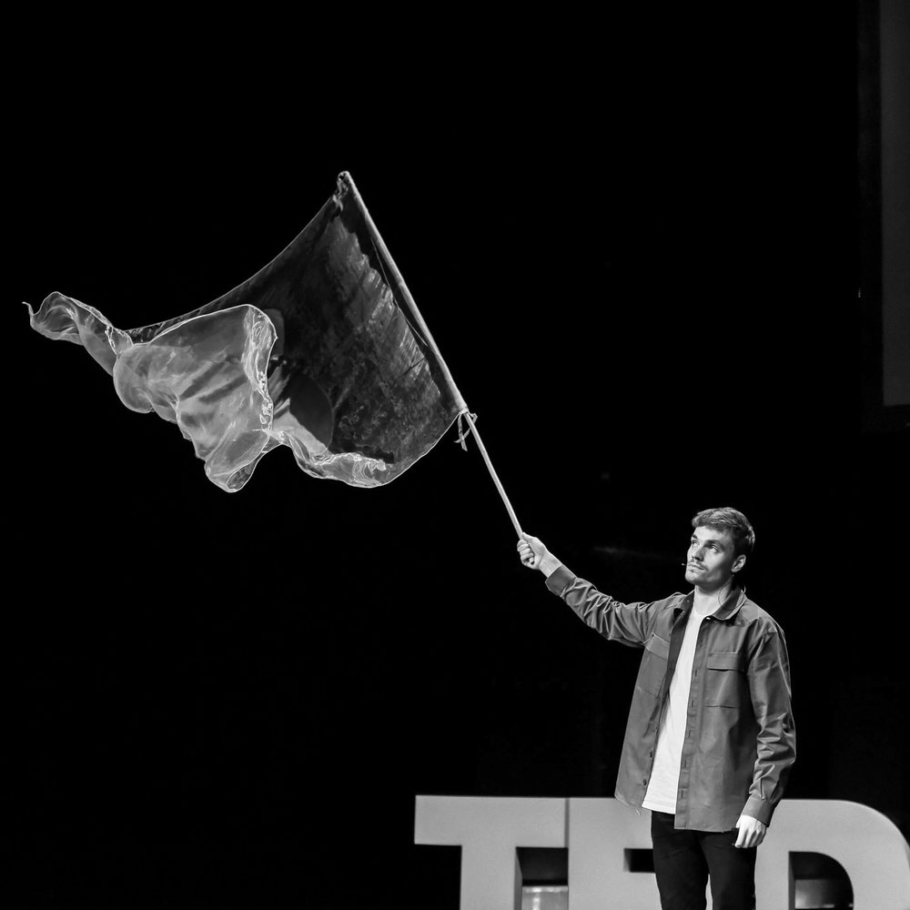 Thomas Mandl - Why we need a One World Flag and what it could look like