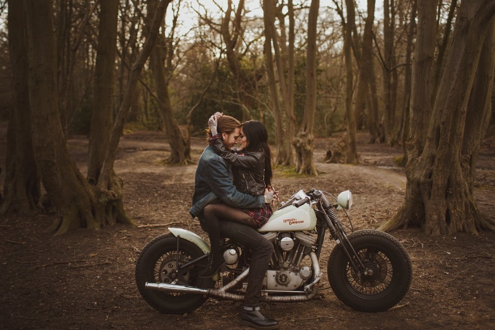 engement-photography-and-natural-couple-photoshoot-london-04.JPG
