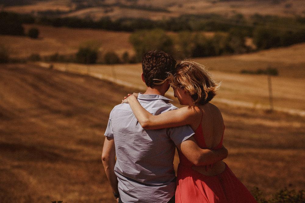 pre-wedding-photography-tuscany-23.jpg
