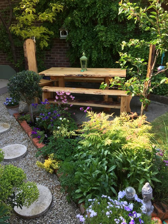 Sacred-Garden-Glastonbury-Yoga-Retreat-2.jpg