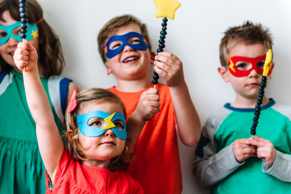 Hire superhero themed party tableware