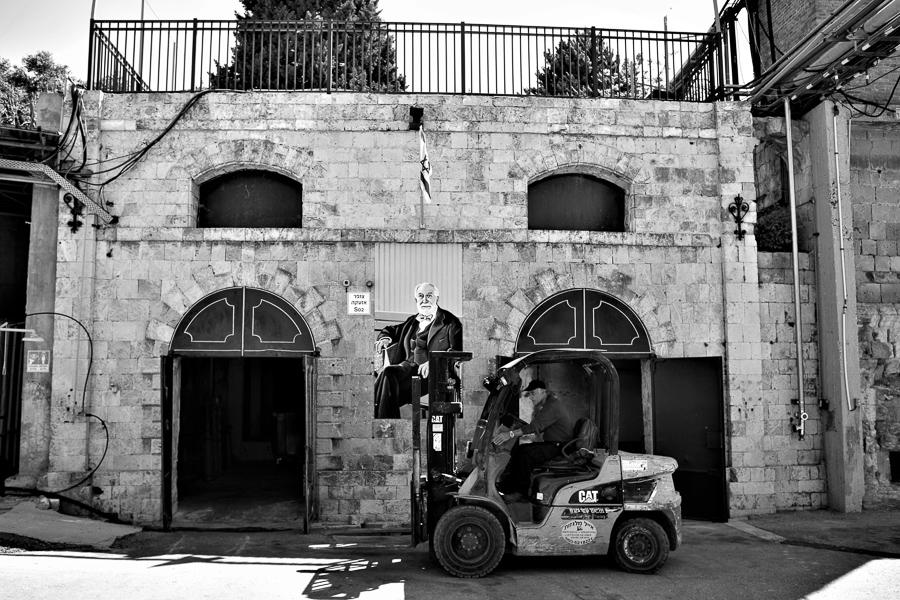 Baron Edmond de Rothschild wacht bis heute über die Carmel Winery.