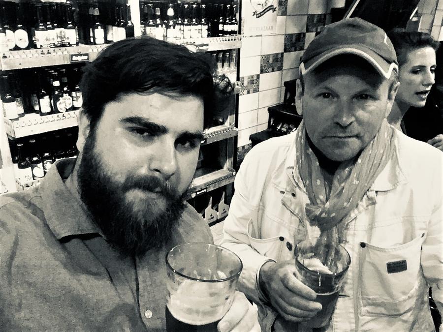 Selfie mit Benjamin Herzog (l.) und Jörg Wilczek beim Feierabendbier in Jerusalem.