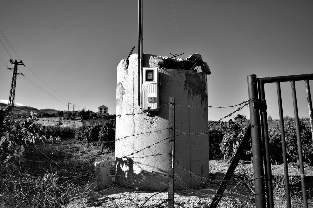 Ehemaliger syrischer Wachturm mitten in den Reben von Château Khoury