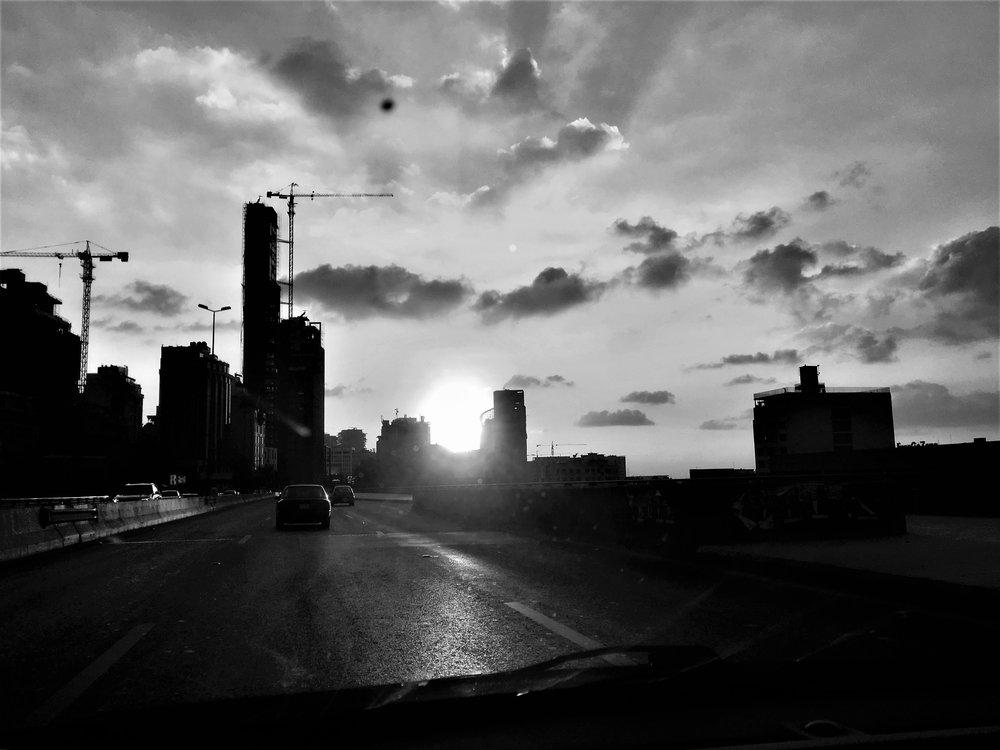 Sonnenuntergang in Beirut in der Hafengegend.