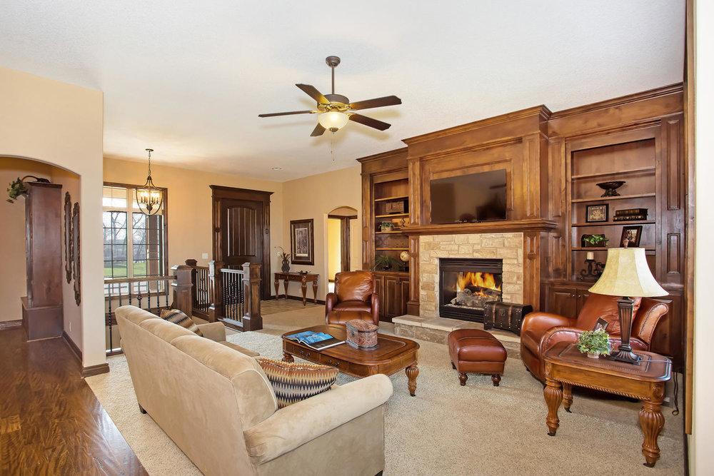 111 N City View St Wichita KS-large-005-Living Room-1500x1000-72dpi.jpg