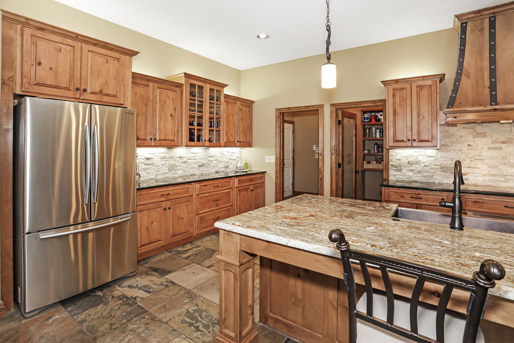 123 Anywhere St Clearwater KS-large-013-13-Kitchen-1500x1000-72dpi.jpg